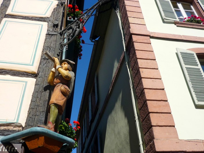 Corner post in the main street of Ribeauvillé © French Moments