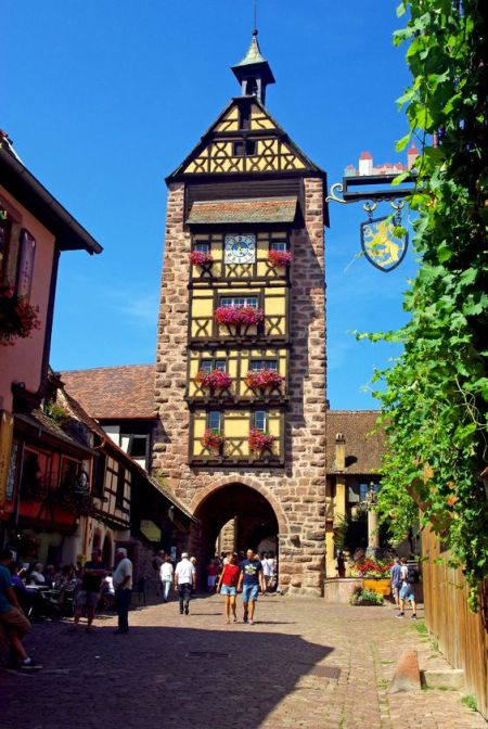 Alsace Wine Route - Village of Riquewihr © French Moments