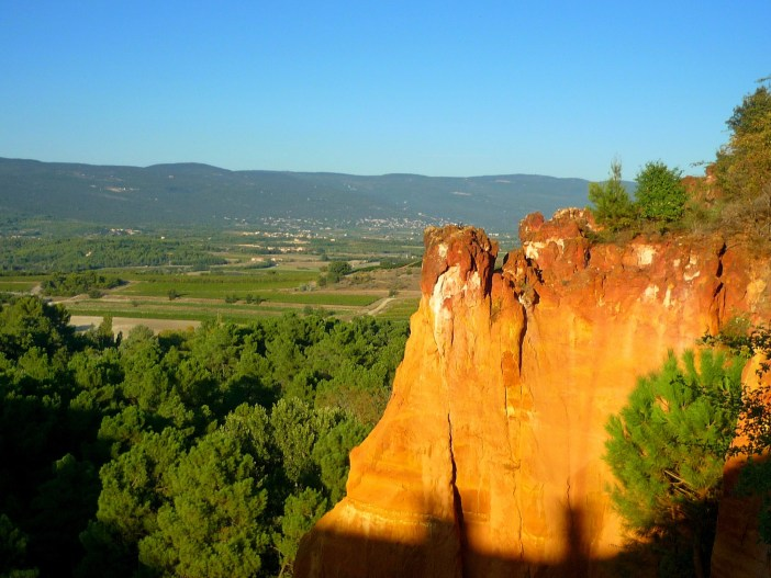 The landscape of Roussillon near the Ochre Pathway © French Moments