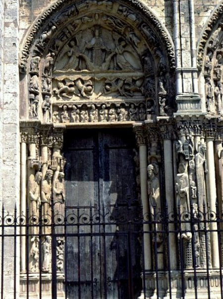 The Left Portal of the Royal Portal, Chartres Cathedral © University of Pittsburgh