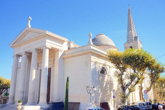 St. Martin Collegiate church, Saint-Rémy-de-Provence © French Moments