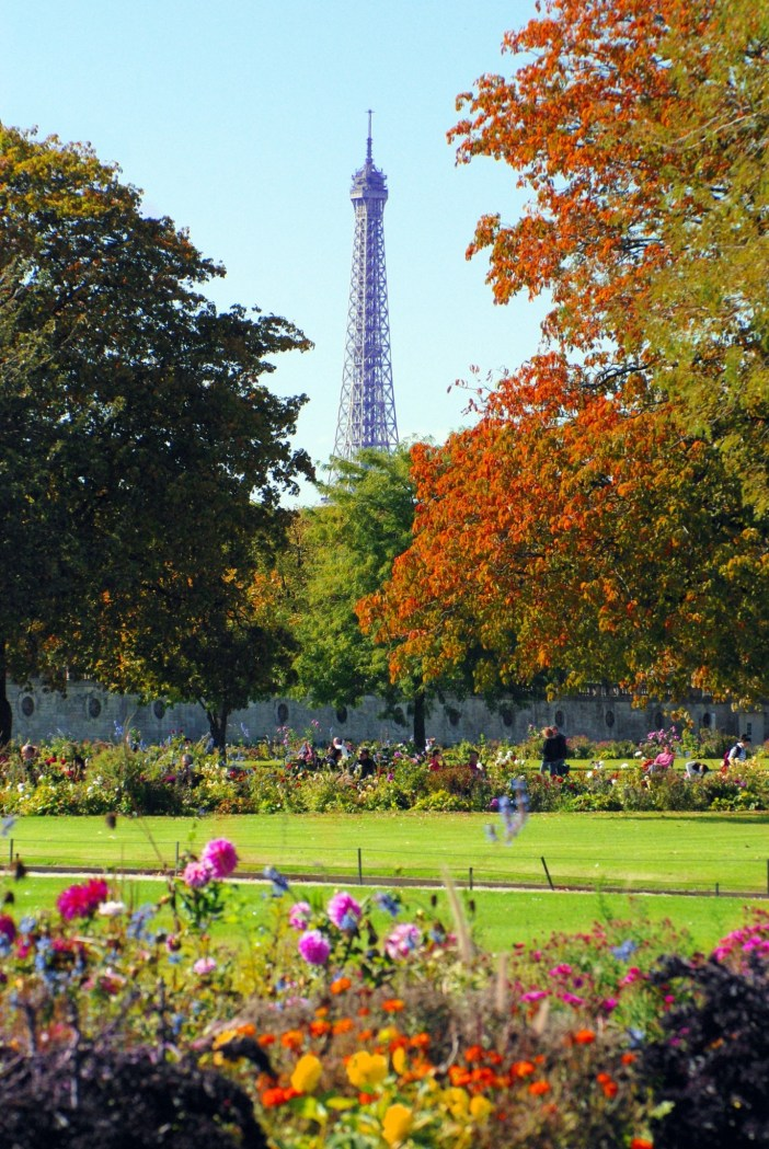 The Tuileries Garden in autumn © French Moments