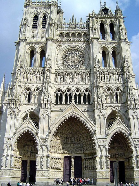 The Western façade of Amiens Cathedral and the two towers © Thuresson, Attribution-ShareAlike 2.0 Generic (CC BY-SA 2.0)