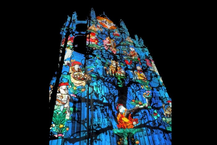 Beauvais Cathedral Light Show © Chatsam - licence [CC BY-SA 3.0] from Wikimedia Commons