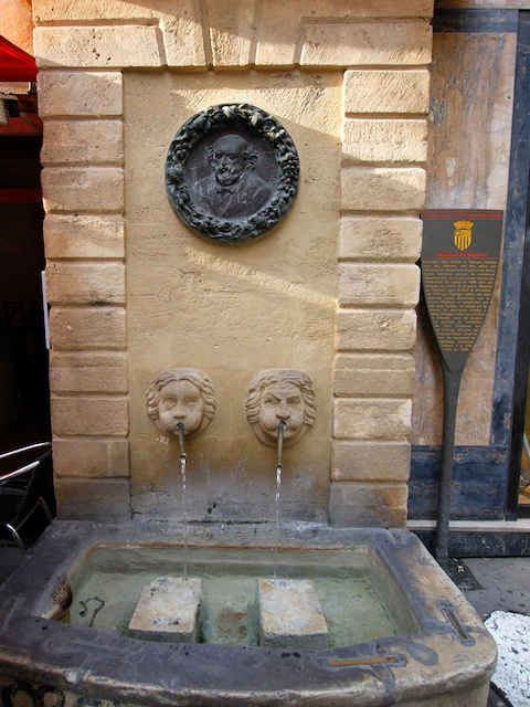Fontaine des Bagniers, Place des Chapeliers, Aix-en-Provence © Photo: Lsmpascal, , licence [CC BY-SA 3.0], from Wikimedia Commons