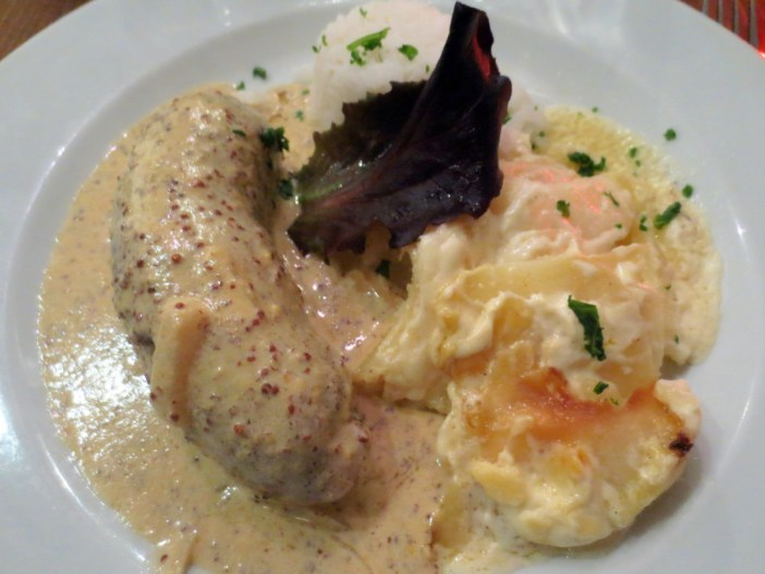 Andouillette lyonnaise and gratin dauphinois © Arnaud 25 - licence [CC BY-SA 3.0] from Wikimedia Commons