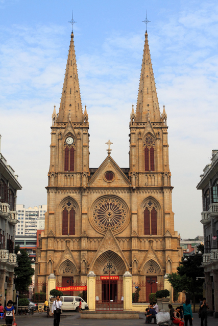 Guangzhou Cathedral © Zhangzhugang - licence [CC BY-SA 3.0] from Wikimedia Commons