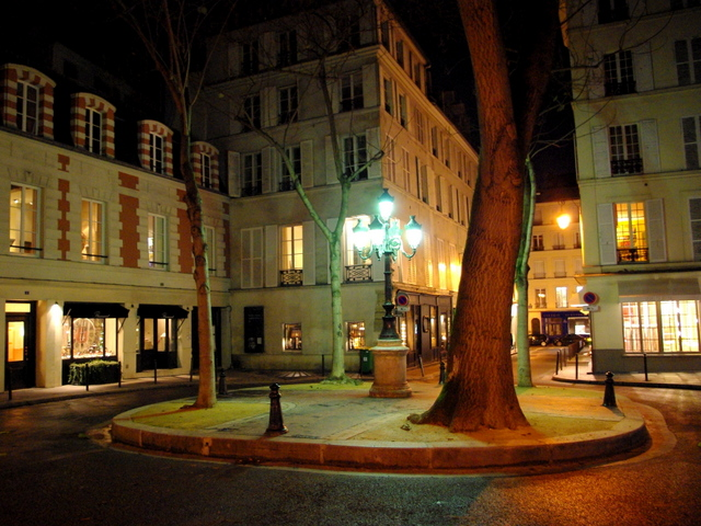 Romantic places in Paris: Place Furstemberg © French Moments