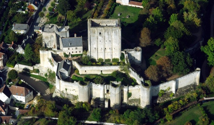 Castles of France: Loches Castle © Lieven Smits - licence [CC BY-SA 3.0] from Wikimedia Commons