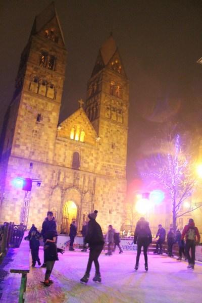 La patinoire devant l'église Ste Foy ©SHKT