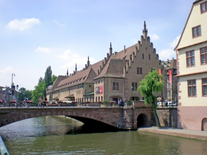 Things to see in Strasbourg: Pont du Corbeau © French Moments