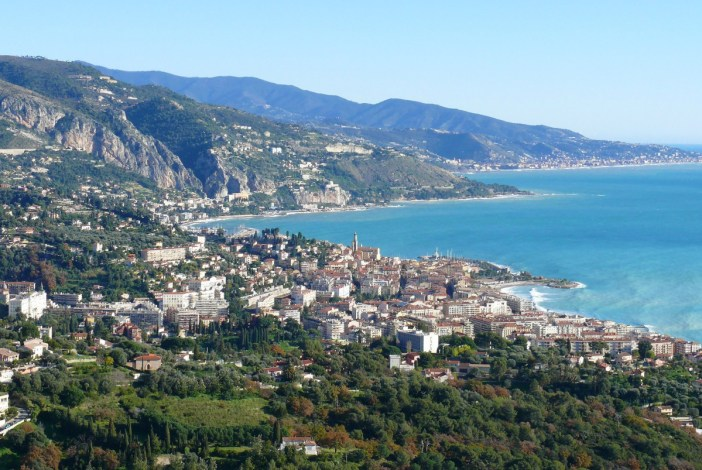 Menton French Riviera General View © MOSSOT - licence [CC BY-SA 3.0] from Wikimedia Commons