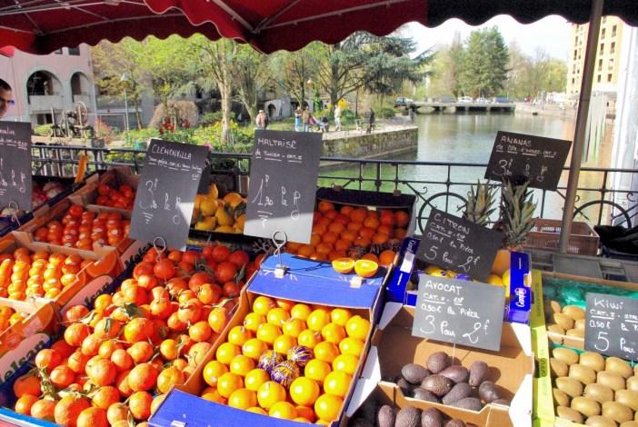 Annecy Market Pont de la République © French Moments