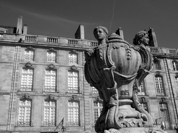 Bordeaux Place du Parlement © French Moments