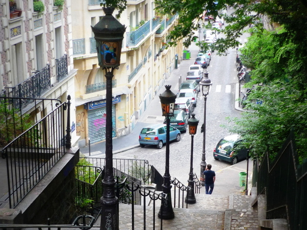 Lamp posts by the stairs of Montmartre © French Moments