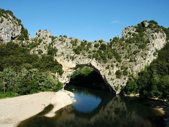 Pont d'Arc Gorges de l'Ardèche © Vpe - licence [CC BY-SA 2.0-fr] from Wikimedia Commons