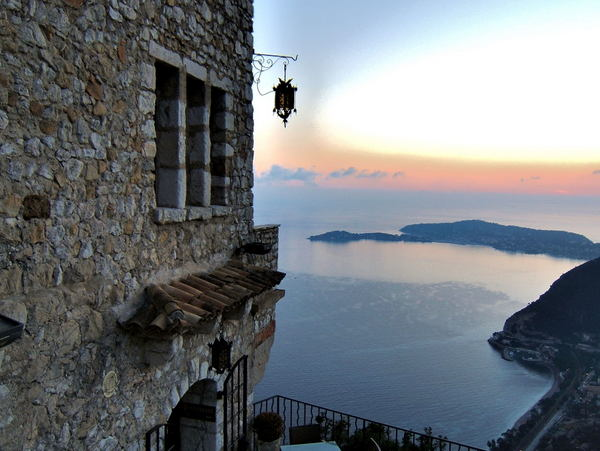 Eze © Toutaitanous - licence [CC BY-SA 3.0] from Wikimedia Commons