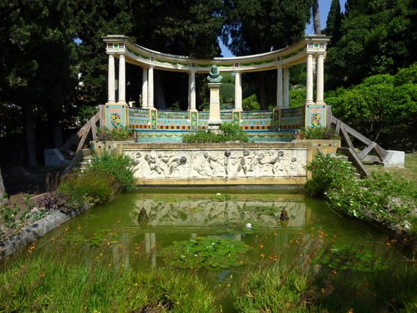 Fontana Rosa © Miniwark licence [CC BY-SA 3.0] from Wikimedia Commons
