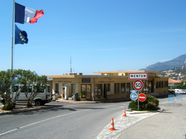 Border Checkpoint on the French Italian border (Public Domain)