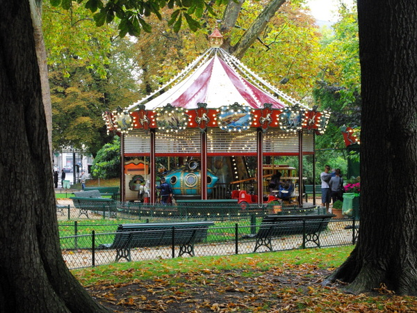 Merry-go-round, Parc Monceau © French Moments