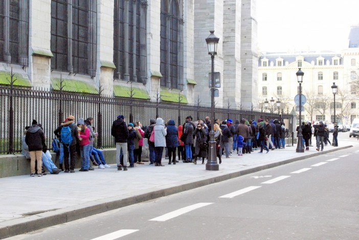 The long queue to the towers of Notre-Dame © French Moments