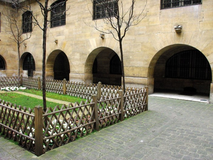 The Women's Courtyard © French Moments