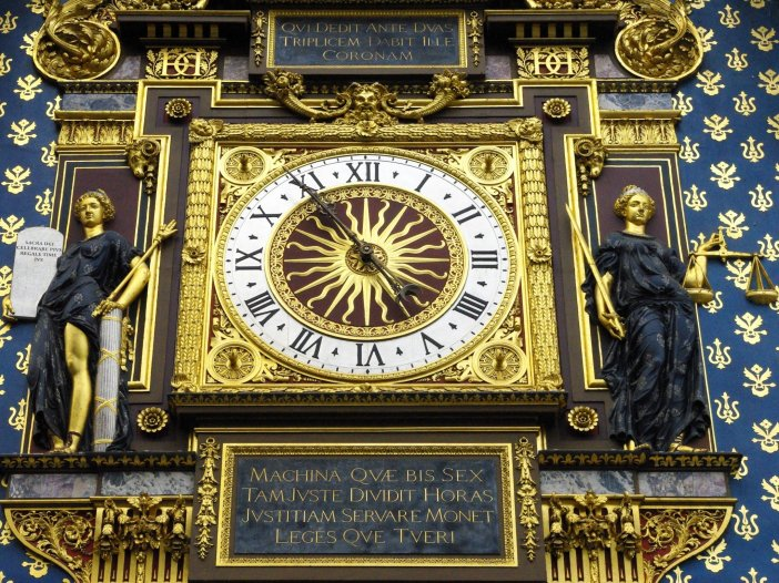 Clock of Conciergerie © French Moments