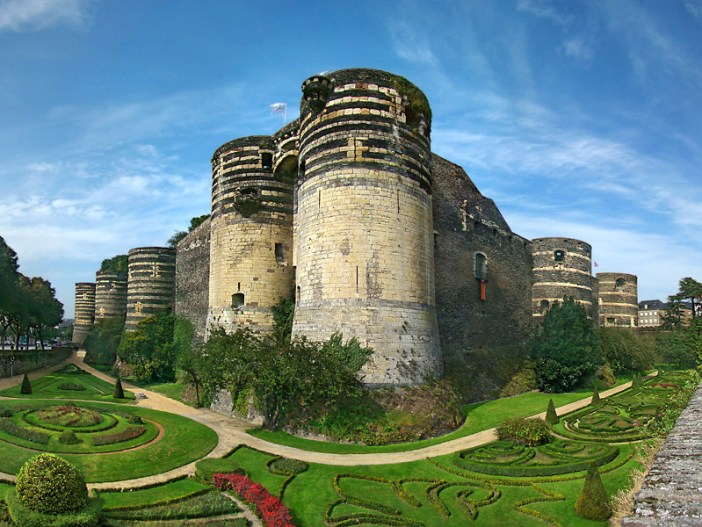 Angers Castle © Tango7174 - licence [CC BY-SA 3.0] from Wikimedia Commons