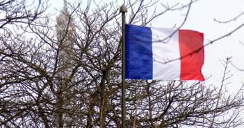 French flag on Boulevard Pasteur © French Moments