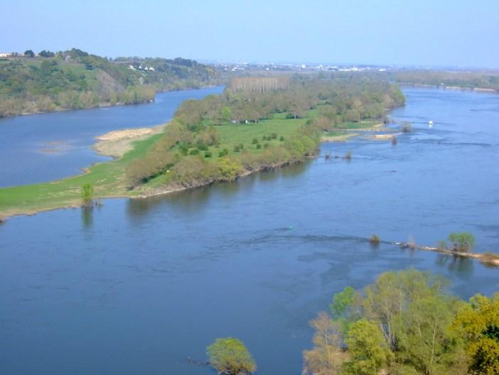 River Loire at Champtoceaux by Touriste - public domain