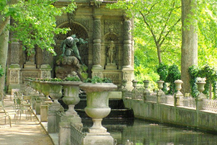 Luxembourg Garden in Spring 21 copyright French Moments