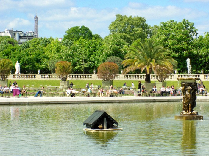 Luxembourg Garden - the Grand Bassin copyright French Moments