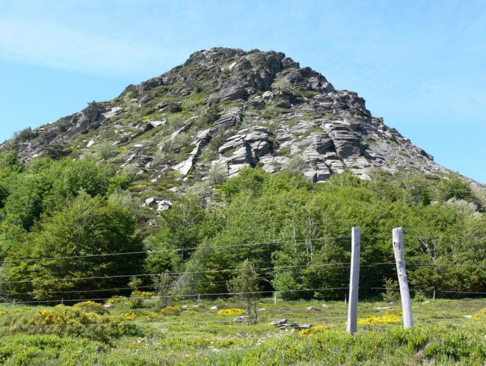Mont Gerbier-de-Jonc © Jacques Forêt - licence [CC BY-SA 2.5] from Wikimedia Commons