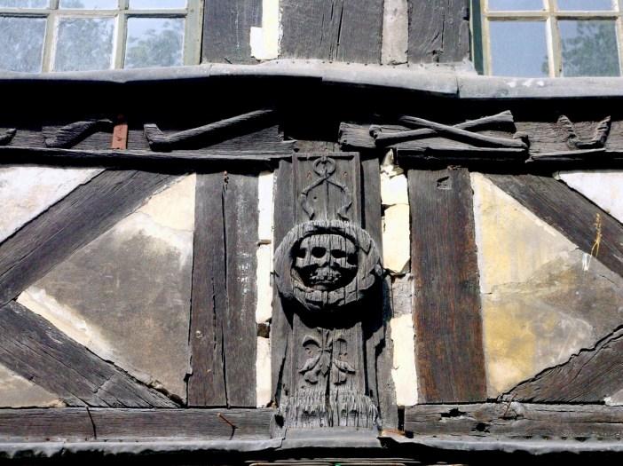 Skull and bones, Aître Saint-Maclou, Rouen © French Moments