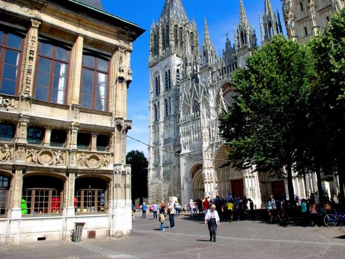 Place de la Cathedrale, Rouen © French Moments
