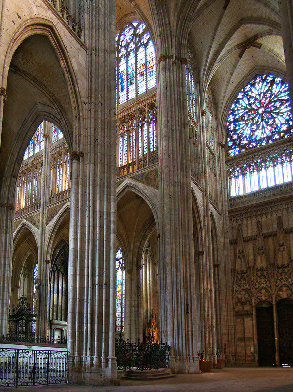 Transept of Saint Ouen Abbey Church © Tango7174 [CC BY-SA 4.0-3.0-2.5-2.0-1.0] from Wikimedia Commons