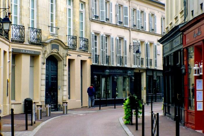 Rue du Vieil Abreuvoir, Saint-Germain-en-Laye © French Moments