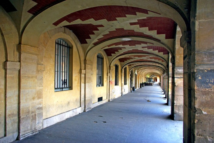Under the arcades of Place des Vosges, Paris on 9. April 2016 © French Moments