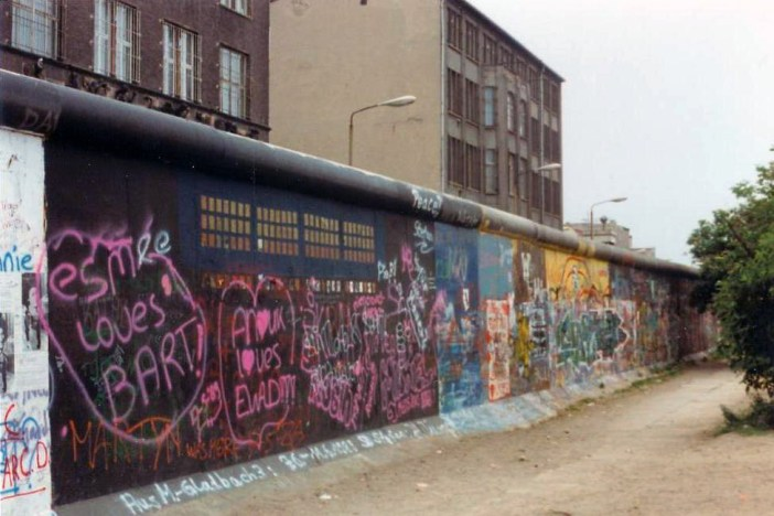 Berlin Wall in June 1989 - Public Domain - wikimedia commons