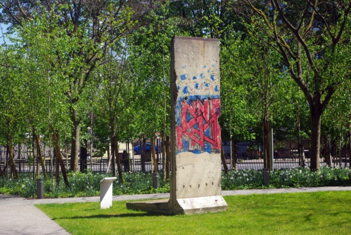 Segment of the Berlin Wall in Paris © French Moments