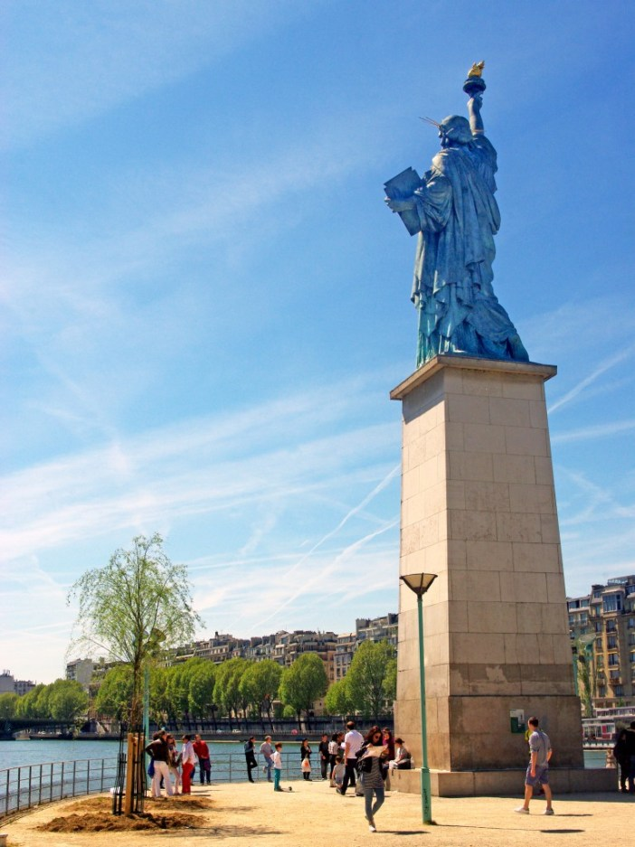Statue of Liberty on the Île aux Cygnes, Paris © French Moments