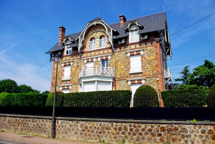 An Art Nouveau villa in the Petit-Parc, Maisons-Laffitte © French Moments