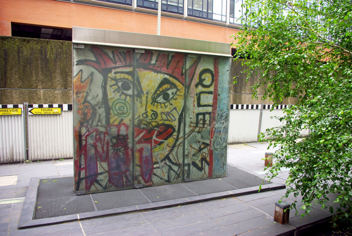 Luxury Berlin Wall in Paris