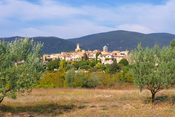 romantic destinations in France: Lourmarin, Provence © French Moments