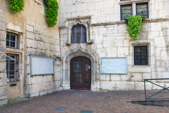 City-Hall of Aix-les-Bains © French Moments