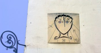 The Dali sundial in Paris © French Moments