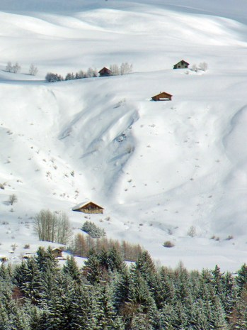 Snow-capped chalets above the village of Valezan © French Moments