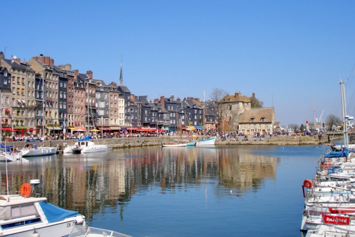 Explore Normandy - Honfleur © Pinpin - licence [CC BY 2.5] from Wikimedia Commons