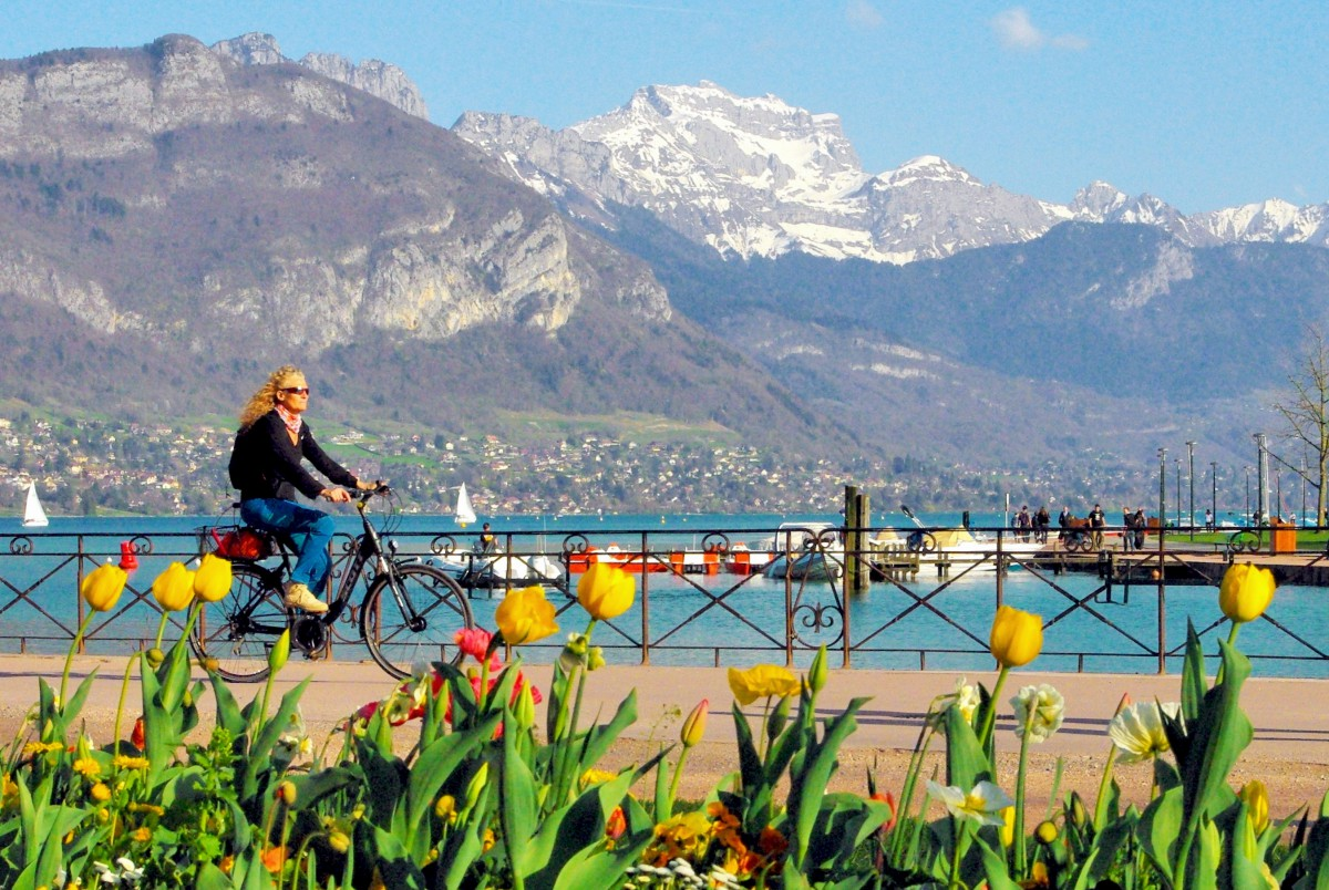 Cycling Lake Annecy One Of France S Best Tours French Moments