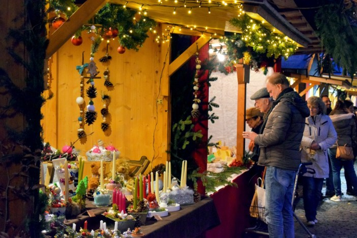 At the Christmas market of Wissembourg, Alsace © French Moments